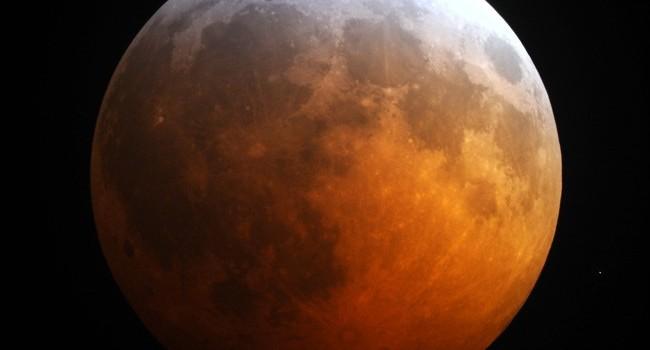 Une éclipse totale de Lune observée en Europe le 28 septembre